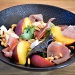 Salade pêches, mozza, jambon de parme - Les Petits Plats de Mélina